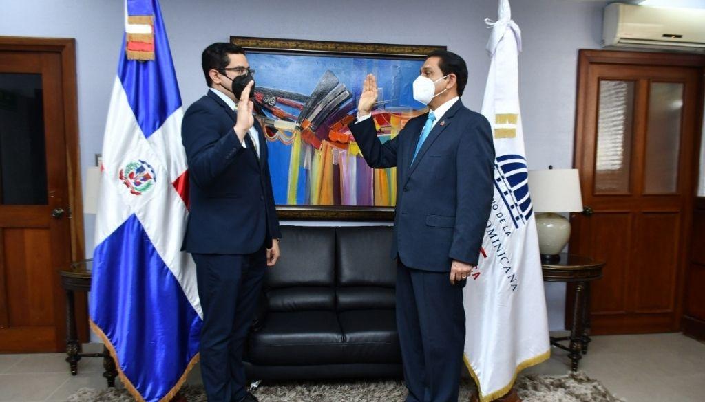 Posesionan al doctor  Eladio Pérez como viceministro de Salud Colectiva