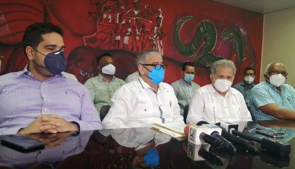 Médicos amenazan con huelga a ARS por todo el año