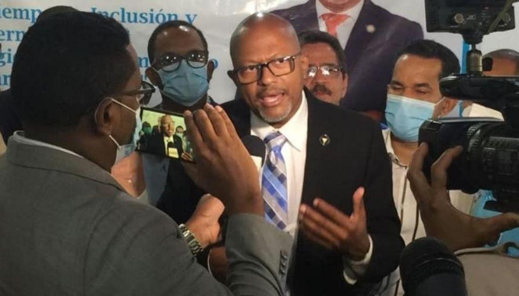 ¿Qué promete el doctor Luis Peña Núñez hacia la presidencia del Colegio Médico?