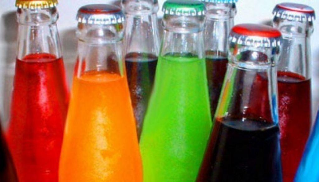 Aumentar impuestos a bebidas azucaradas disminuiría su consumo
