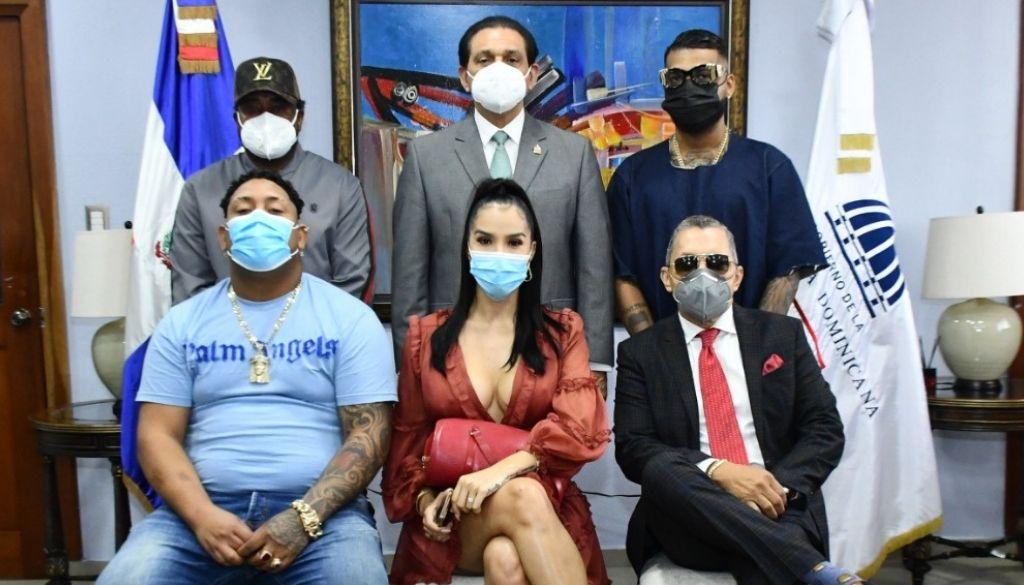 Autoridades integran artistas a campaña de vacunación