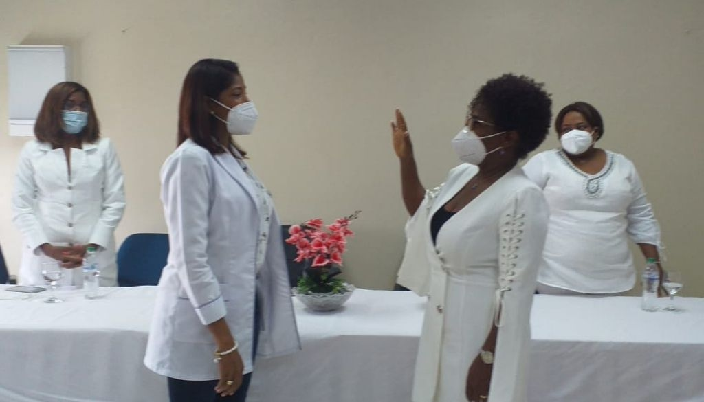 Juramentan subdirectora de enfermería en hospital Rodolfo de la Cruz Lora