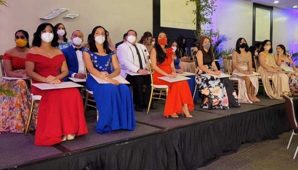 Gradúan 48 nuevos médicos especialistas