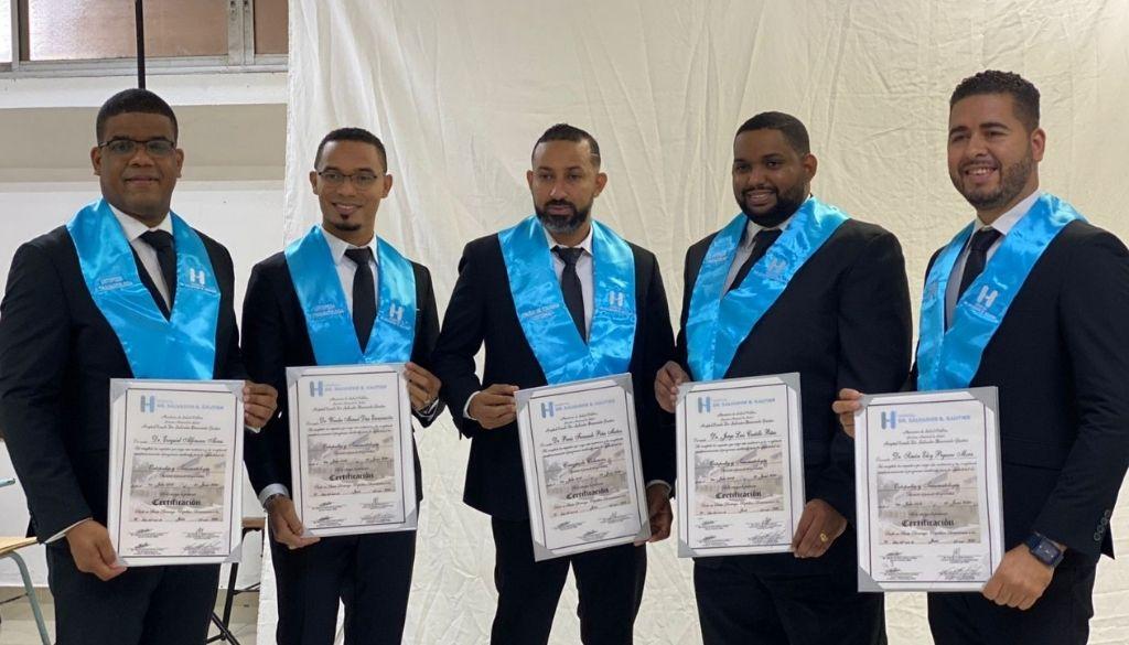 Gradúan 74 médicos especialistas