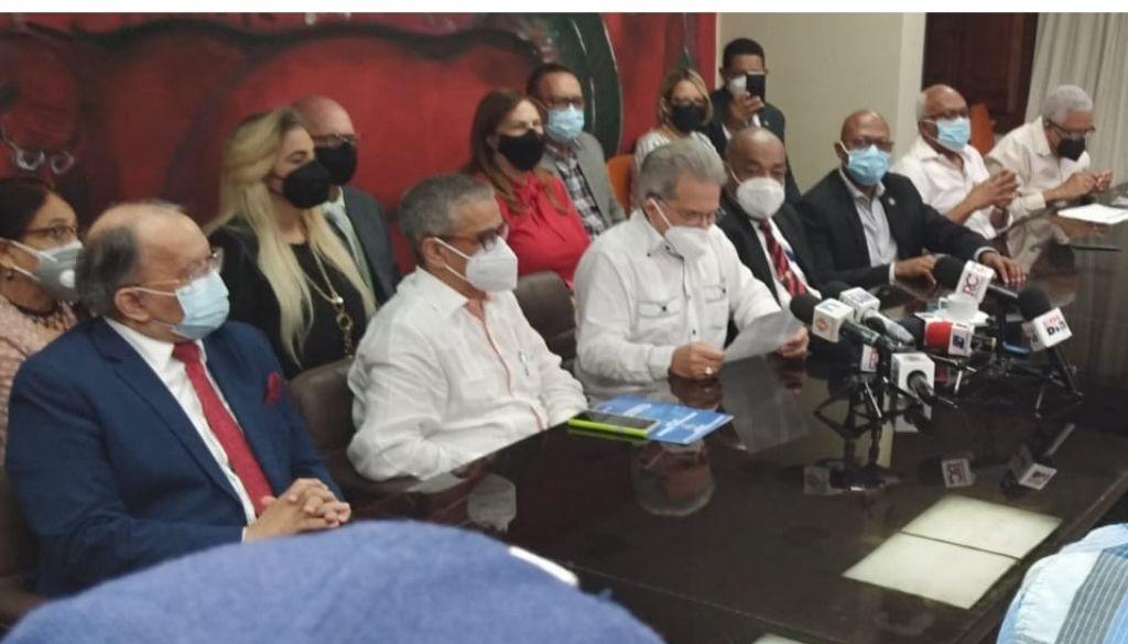"""Colegio Médico llamará a médicos a """"renunciar"""" de una ARS"""