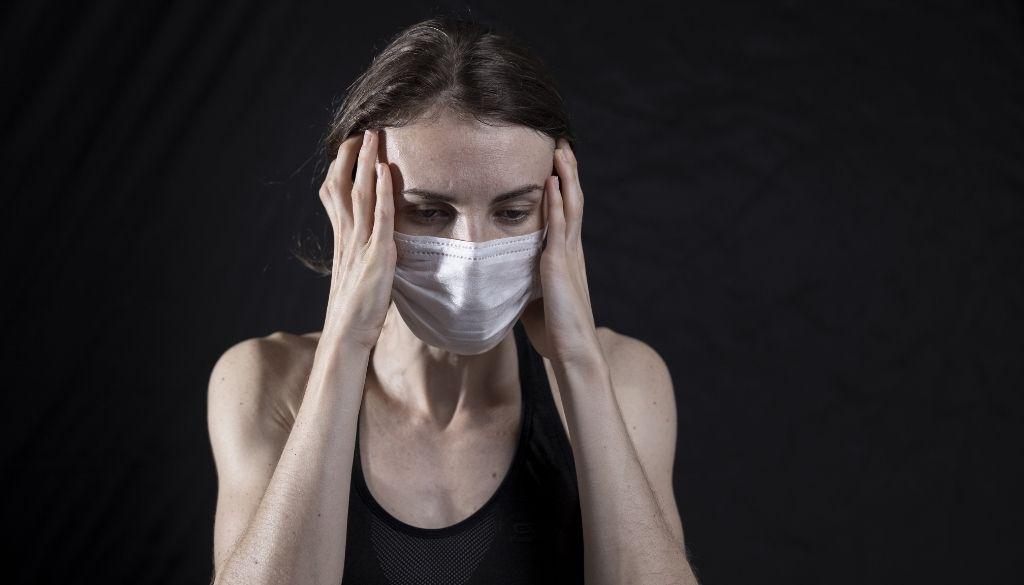 Síntomas de la variante Delta Covid: resfriado fuerte y dolor de cabeza sin tos