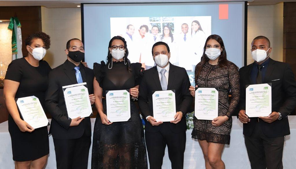 Liga  Contra el Cáncer celebra graduación médicos oncólogos