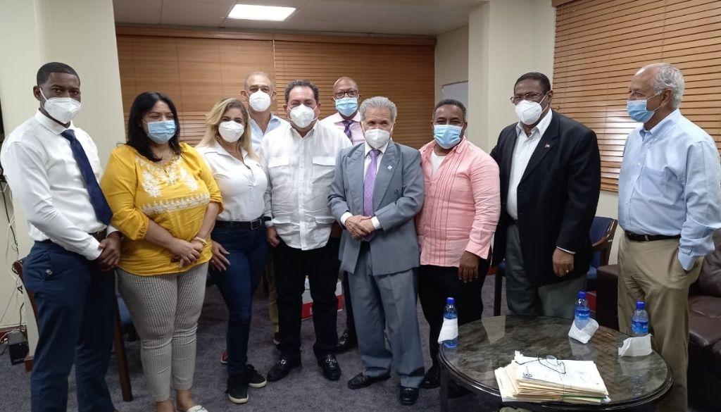 Autoridades se comprometen a reclasificar médicos coordinadores de zona