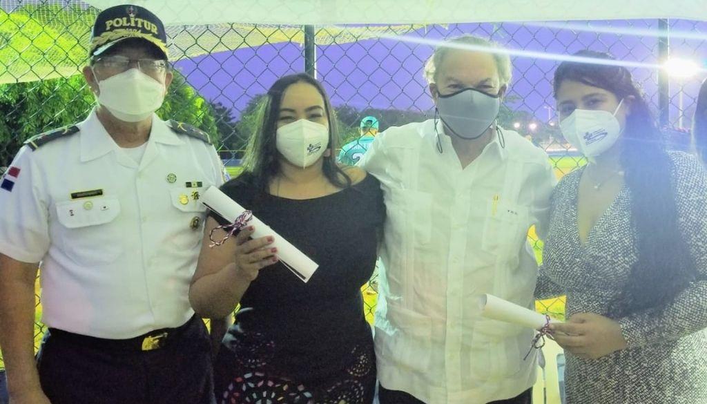 Reconocen aportes del Centro Médico Punta Cana