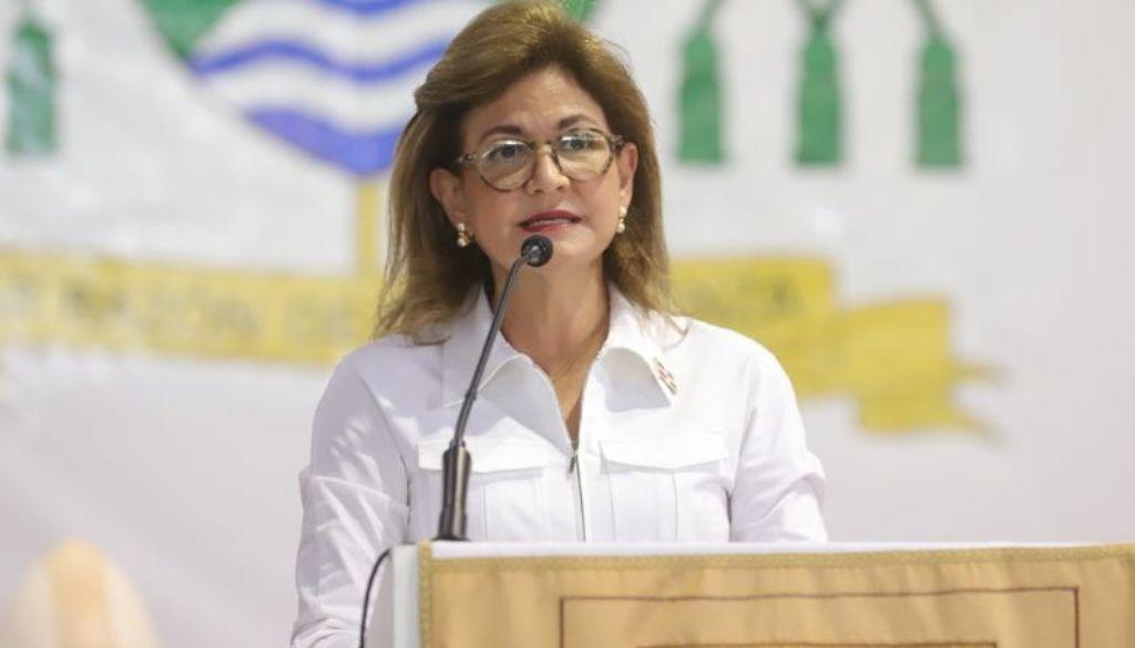 Vicepresidenta supervisa vacunación en provincia Duarte