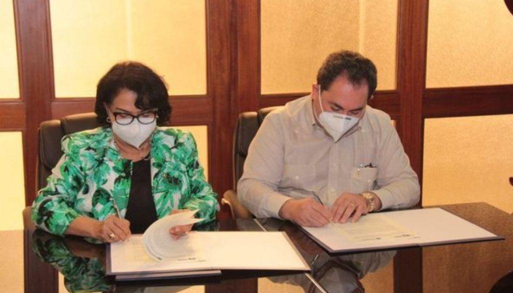 Firman acuerdo contempla estudiantes utilicen hospitales para prácticas