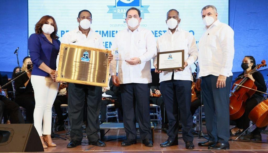 Entregan premios a mejor desempeño hospitalario