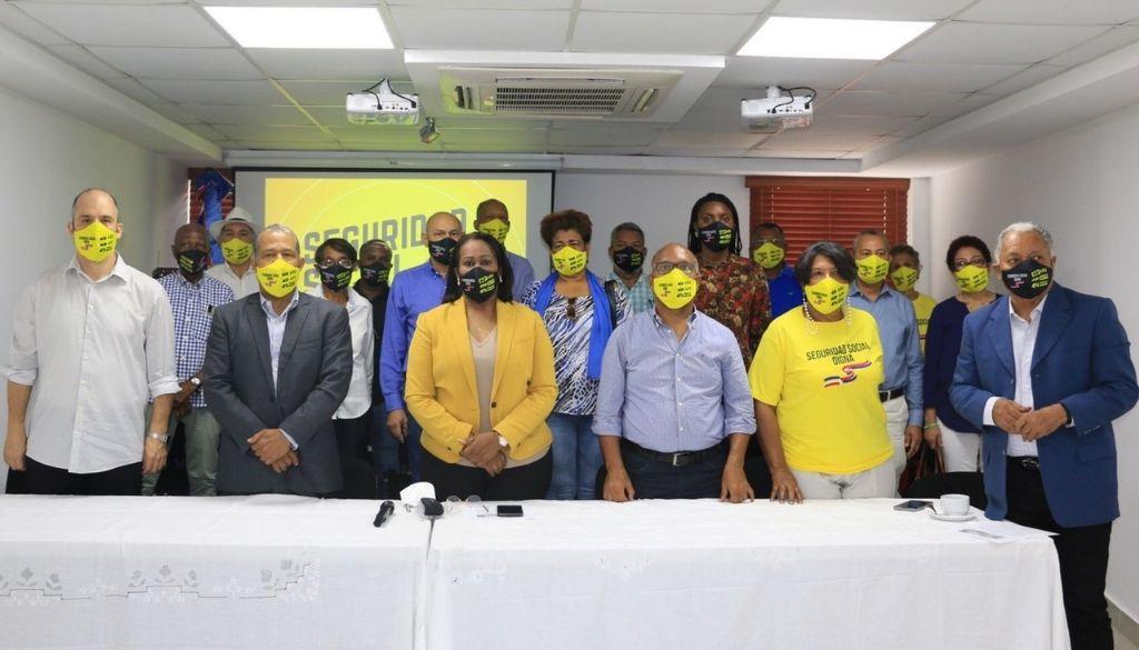 Coalición respalda huelga de médicos  por aumento honorarios