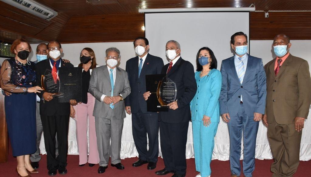Colegio Médico reconoce a Maestros de la Medicina Dominicana 2021 (VIDEO)