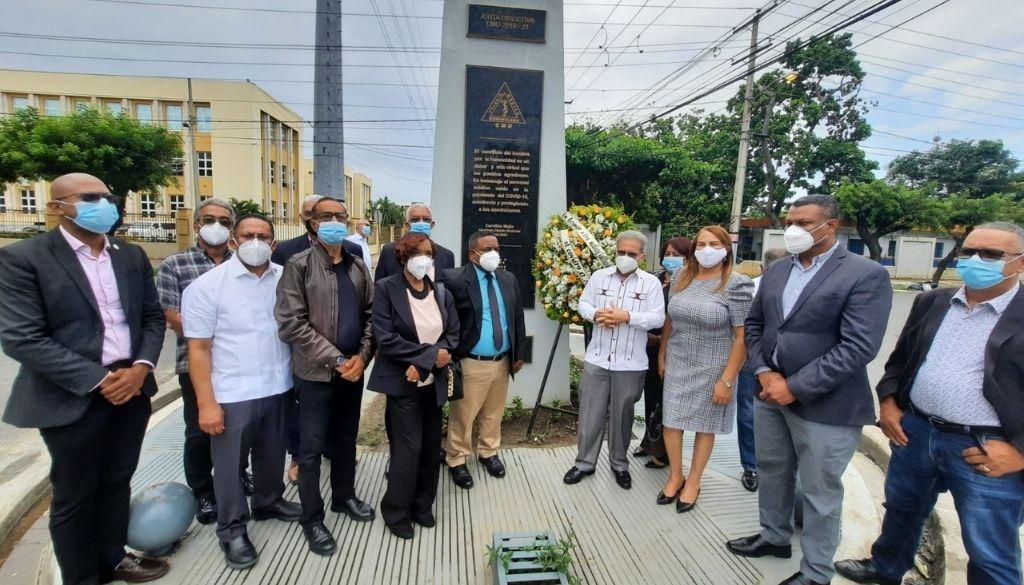 Colegio Médico rinde homenaje a más de 60 médicos muertos con COVID-19