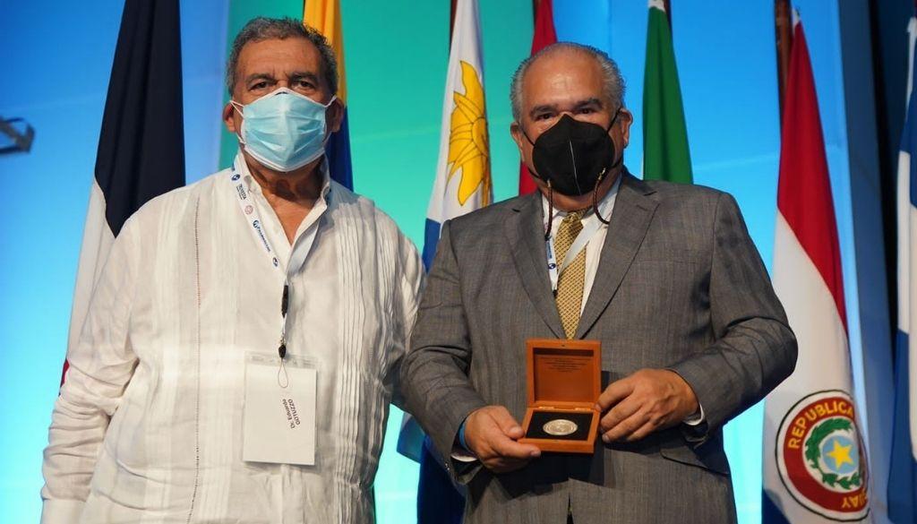 Reconocen médicos por aportes enfermedades infecciosas