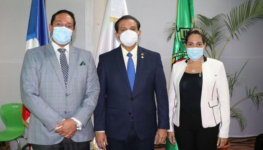 Ministro de Salud dicta conferencia en Universidad Central del Este