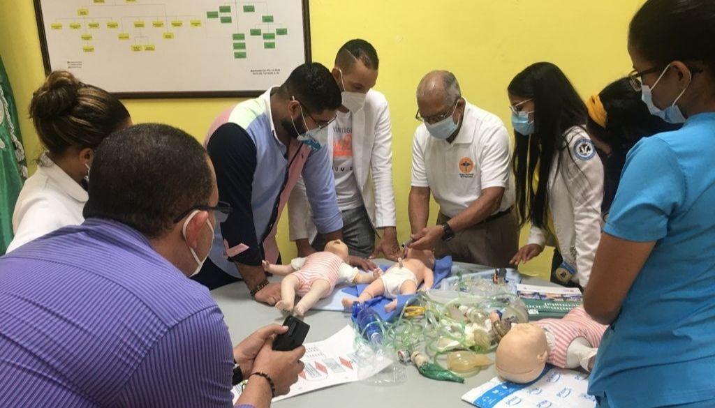 Capacitan residentes de pediatría en reanimación cardiopulmonar neonatal