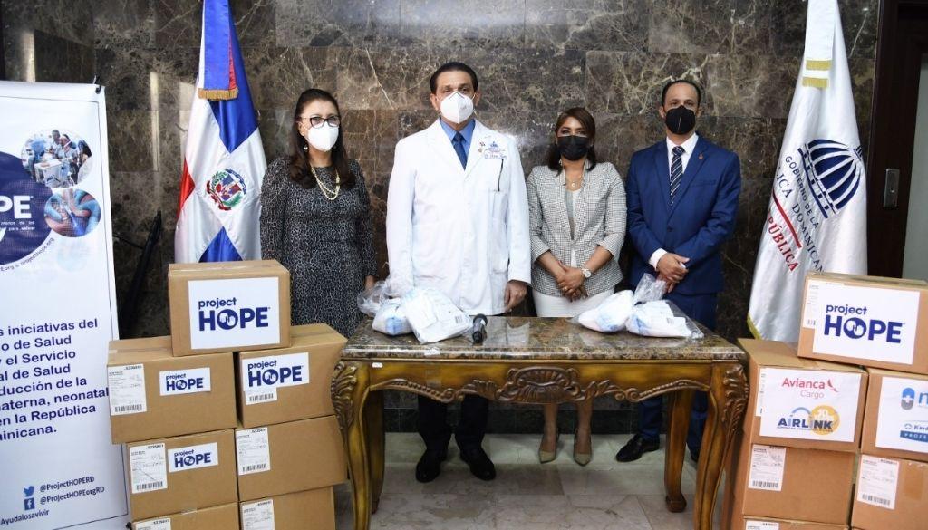 Donan mascarillas al Ministerio de Salud Pública