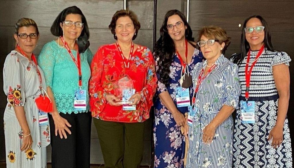 Hematólogos reconocen aportes de la doctora Liliana Khoury