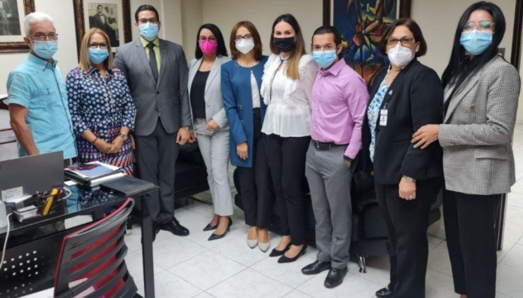 Sociedades médicas y autoridades discuten resolución sobre lugares libres de humo de tabaco